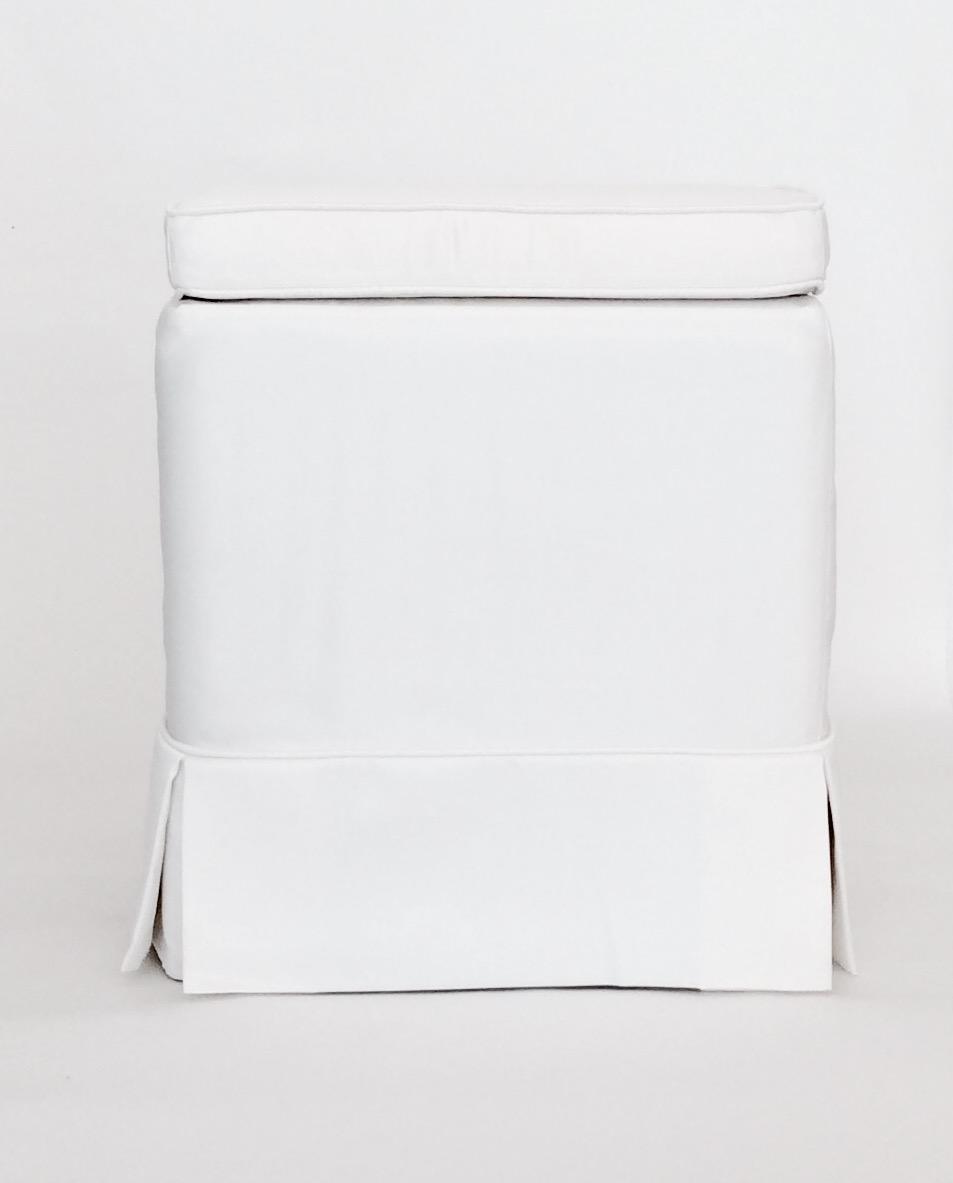 seduta pouff rivestimento raso bianco e cuscino personalizzabile